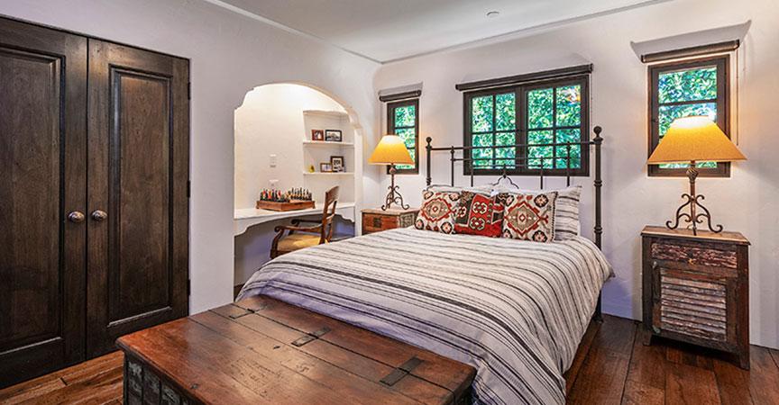 1540-knoll-bedroom2